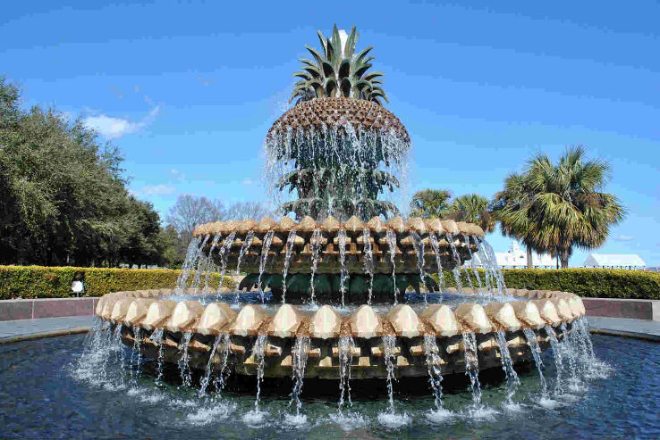 ff-pineapple_fountain_carolina_USA-www.hellotravel.com